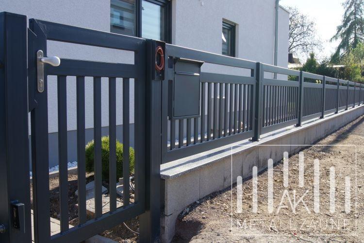 ak metal z une aus polen frankfurt modern zaun anthrazit struktur matt. Black Bedroom Furniture Sets. Home Design Ideas